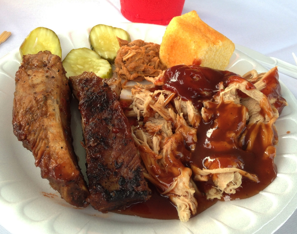 The Q-Crew BBQ Catering Company Rocks Out With Thier Hog Out! (5/6)